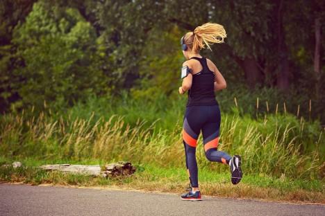 Nyolc ok, hogy menj el futni most rögtön!   How to relieve stress, Running day, Human silhouette