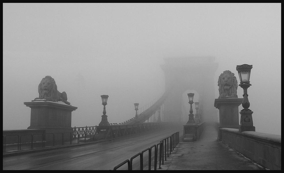magányos híd)