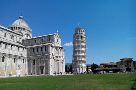 három tornyot tartott