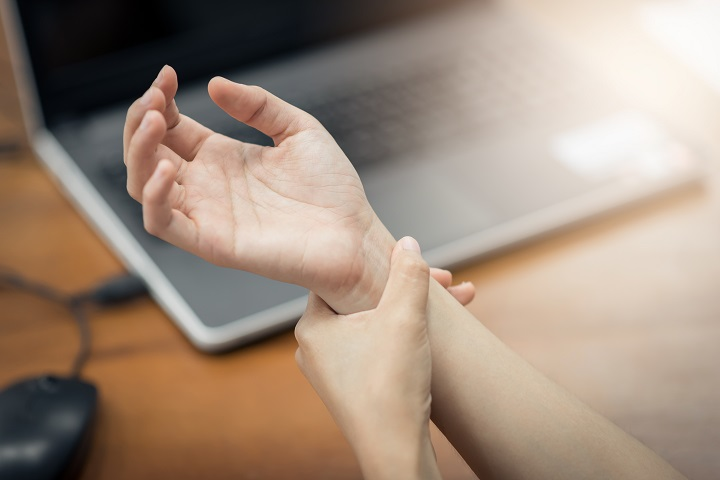 Pattanó ujj műtét