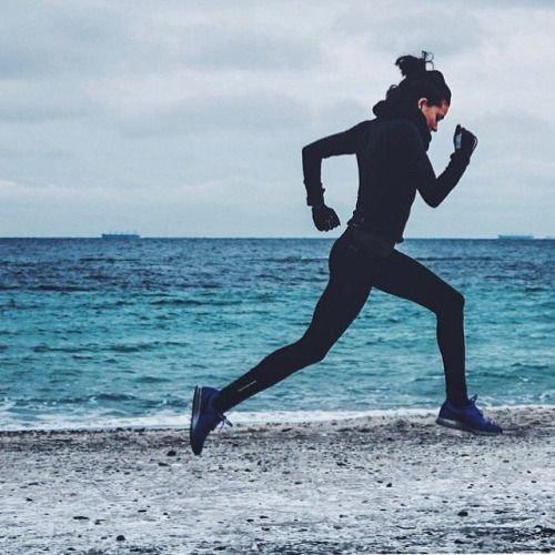 Nyolc ok, hogy menj el futni most rögtön! | How to relieve stress, Running day, Human silhouette