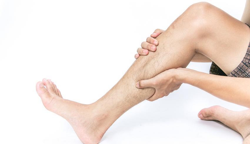 lábfájdalom a lábujjak között)