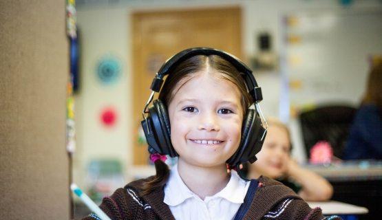 gyermekgondozási fejhallgató