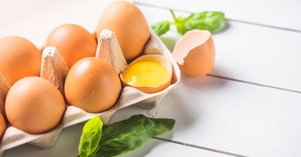 trikrom foltos tojások